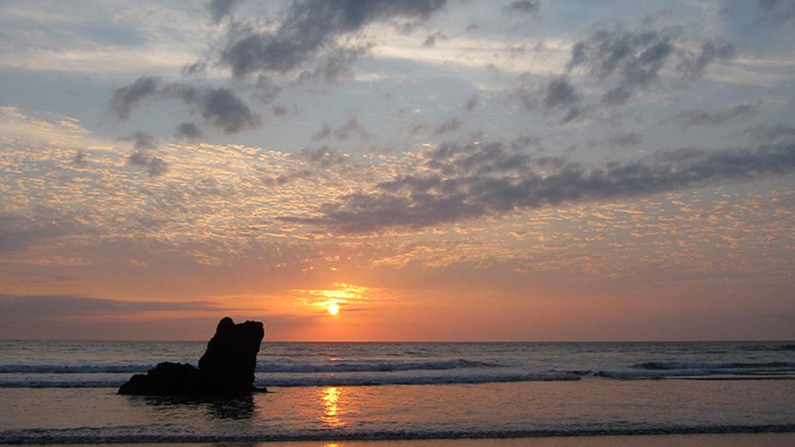 Atardecer El Almejal - Hoteles en Bahía Solano Pacífico Colombiano