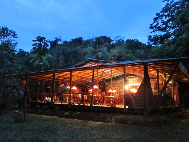 HOTEL EN BAHIA SOLANO PACÍFICO COLOMBIANO