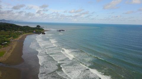 Playa El Almejal - Hoteles en Bahía Solano Pacífico colombiano